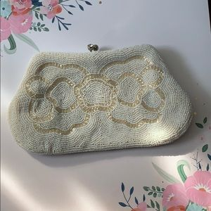 Richere vintage white and cream beaded clutch